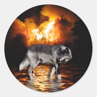 """Pegatinas del lobo gris del """"superviviente"""" pegatina redonda"""