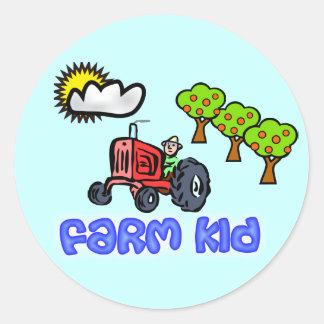 Pegatinas del niño de la granja - granjero en el pegatina redonda
