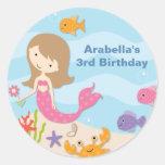 Pegatinas dulces del cumpleaños de la sirena pegatinas redondas
