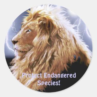 Pegatinas en peligro león africano de la fauna de pegatina redonda