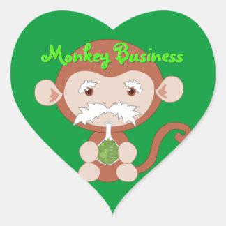 Pegatinas enojados del mono del científico pegatina en forma de corazón