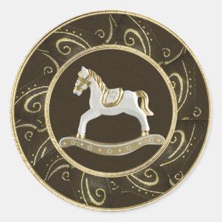 Pegatinas festivos del caballo mecedora con clase pegatina redonda