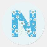Pegatinas florales azules bonitos iniciales del pegatina redonda