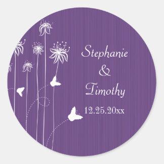Pegatinas florales del boda de la mariposa púrpura pegatina redonda