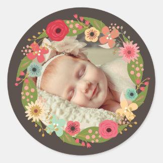Pegatinas florales rústicos de la foto de la niña pegatina redonda