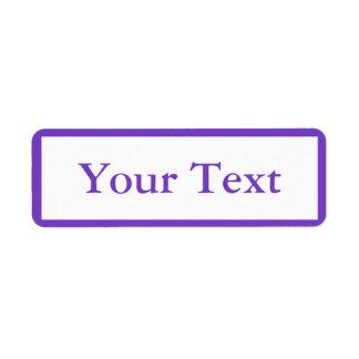 Pegatinas o etiquetas púrpuras medios con el texto etiquetas de remite