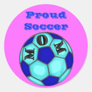 Pegatinas orgullosos de la mamá del fútbol pegatina redonda