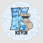 "Pegatinas personalizados azules del monograma ""K"" Etiquetas Redondas"