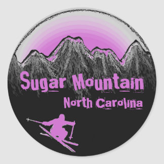 Pegatinas púrpuras del esquí de Carolina del Norte Pegatina Redonda