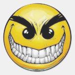 Pegatinas redondos de la cara sonriente malvada pegatina redonda
