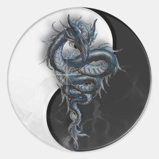 Pegatinas redondos del dragón chino de Yin Yang Pegatina Redonda