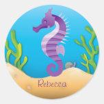 Pegatinas redondos del Seahorse púrpura subacuátic