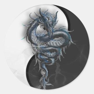 Pegatinas redondos grandes del dragón chino de Yin Pegatina Redonda
