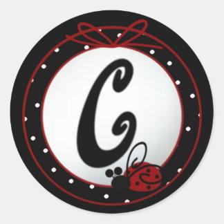 Pegatinas redondos iniciales de la mariquita C Pegatina Redonda