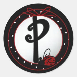 Pegatinas redondos iniciales de la mariquita P Pegatina Redonda