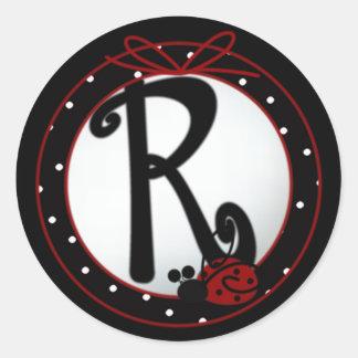 Pegatinas redondos iniciales de la mariquita R Pegatina Redonda