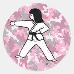 Pegatinas rosados del chica de los artes marciales pegatina redonda