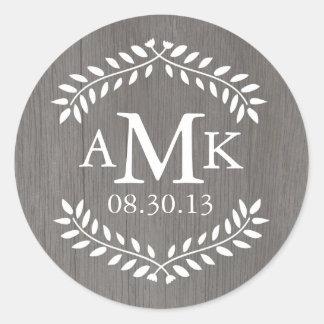Pegatinas rústicos del monograma del boda del país etiqueta redonda
