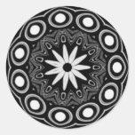 Pegatinas tribales blancos negros de la margarita etiqueta redonda