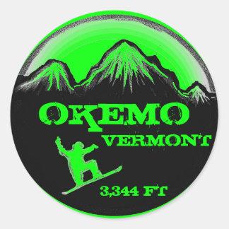 Pegatinas verdes del arte de la snowboard de Okemo Pegatina Redonda