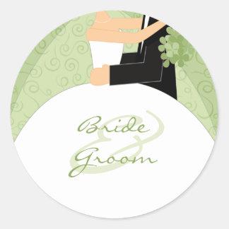 Pegatinas verdes del boda de novia y del novio etiqueta redonda