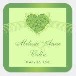 Pegatinas verdes del boda del corazón de los colcomanias cuadradas