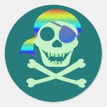 Pegatinas verdes del cráneo del pirata etiquetas redondas