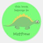 Pegatinas verdes lindos del dinosaurio del dibujo etiquetas redondas