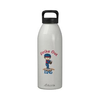 Pegue hacia fuera al rey botellas de beber