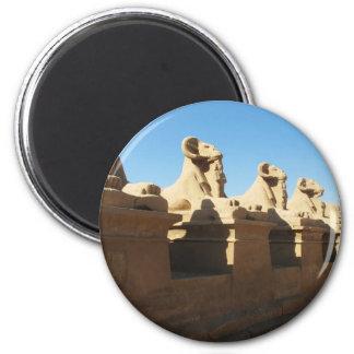 Pegue las esfinges dirigidas en la entrada a Karna Imán Redondo 5 Cm