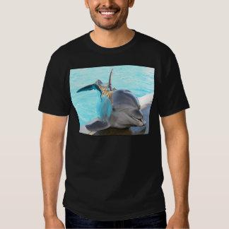Pegue una actitud (la foto del delfín) playera