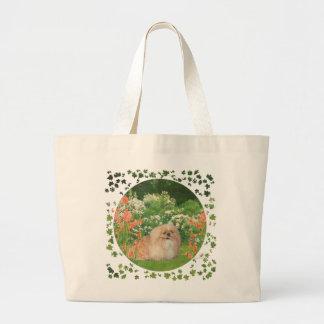 Pekingese en el jardín bolsa tela grande