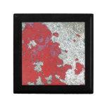 Peladura de la pintura roja contra el cemento cajas de joyas