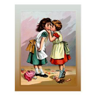 Pelea de la muñeca de las niñas del vintage postales