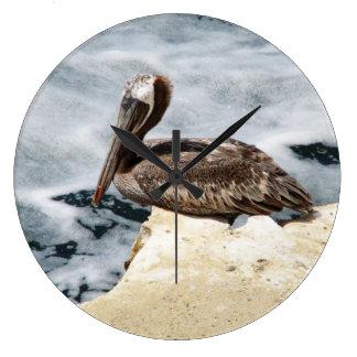 Pelícano de La Jolla, California Reloj Redondo Grande