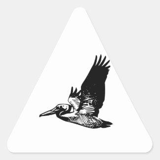 Pelícano del vuelo pegatina triangular