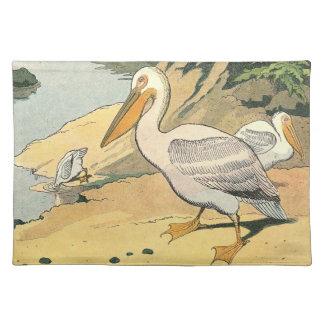 Pelícano en la playa mantel individual