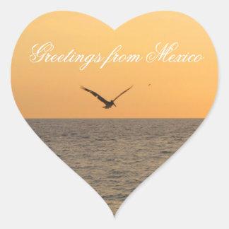 Pelícano en vuelo; Recuerdo de México Pegatina En Forma De Corazón