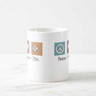 Película del amor de la paz taza básica blanca