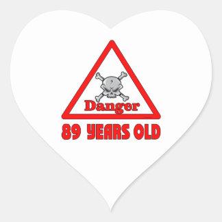 Peligro 89 pegatina en forma de corazón