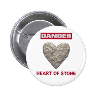 PELIGRO:  Corazón de la piedra Pin