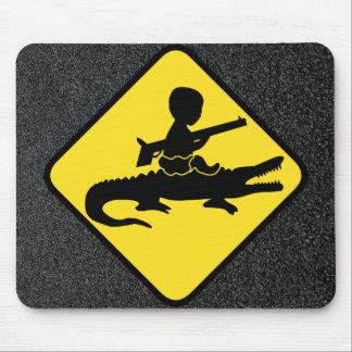 Peligro del bebé de Croc Tapetes De Ratón