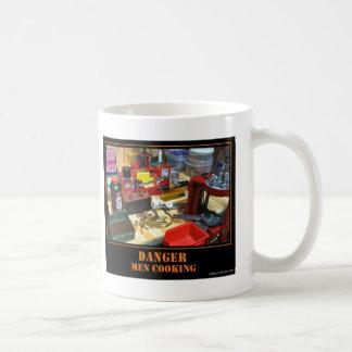 ¡Peligro! ¡El cocinar de los hombres! Taza De Café