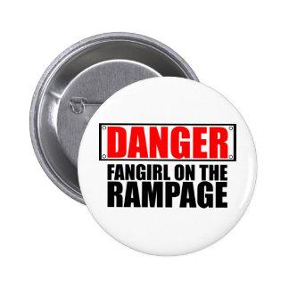 PELIGRO: Fangirl en el alboroto Pin Redondo De 2 Pulgadas