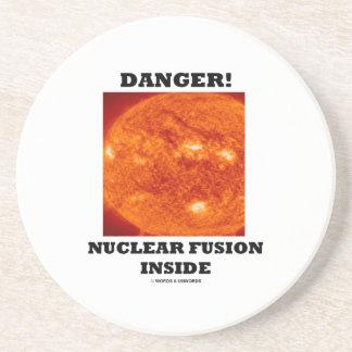 ¡Peligro! Fusión nuclear dentro de la superficie Posavasos Cerveza