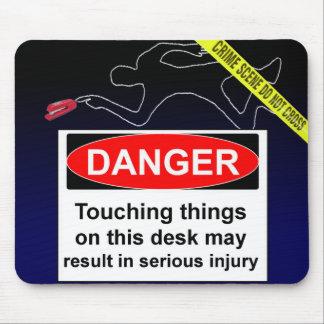 ¡PELIGRO! No toque las cosas en este escritorio… Alfombrillas De Ratón