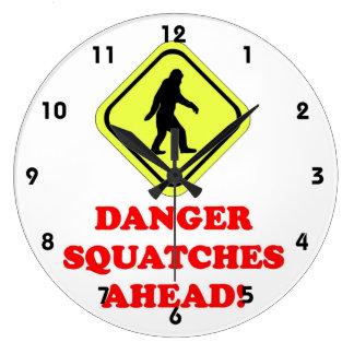Peligro Squatches a continuación Reloj Redondo Grande