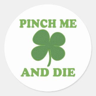 Pellizqúeme y muera irlandés pegatina redonda