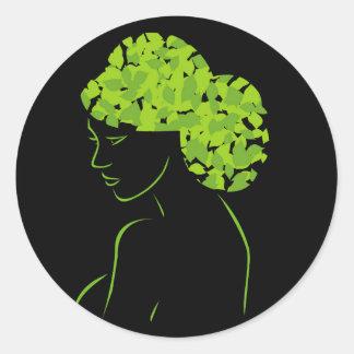Pelo con las hojas pegatina redonda