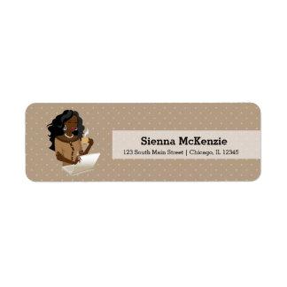 Pelo negro de la mujer de carrera etiquetas de remite